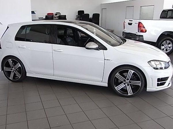 2016-Volkswagen-Golf-7-R-553344-5097714_16
